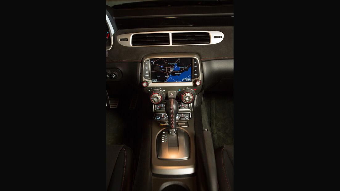 Chevrolet Camaro ZL1 Cabrio, Mittelkonsole