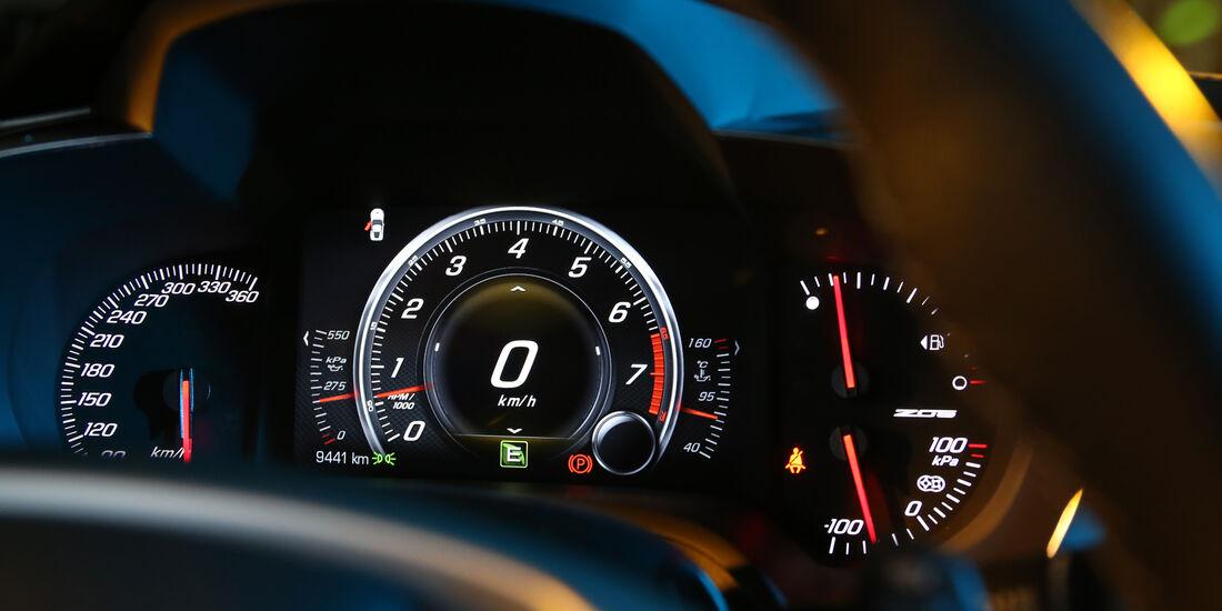 Chevrolet Corvette, Anzeigeinstrumente