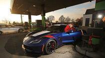 Chevrolet Corvette Grand Sport, Tankstelle