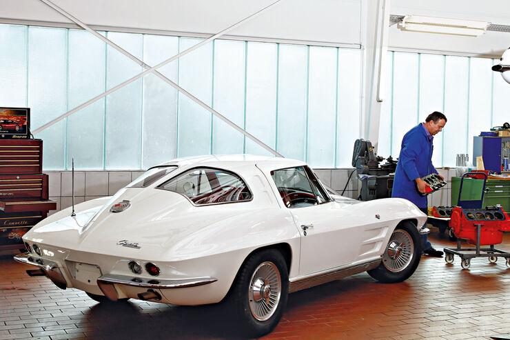 Chevrolet Corvette Sting Way, Seitenansicht, Garage