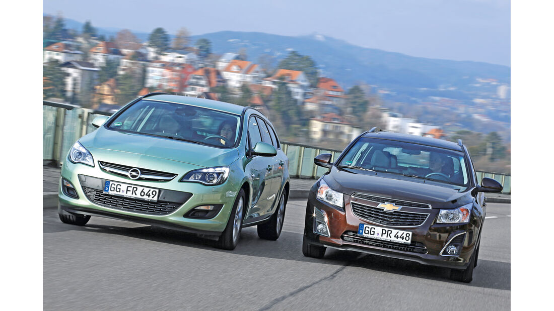Chevrolet Cruze 1.7 D SW LT+, Opel Astra Sports Tourer 1.7 CDTi Ecoflex Edition, Frontansicht