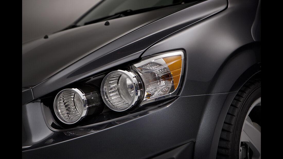 Chevrolet Sonic, Limousine, Fließheck, Scheinwerfer