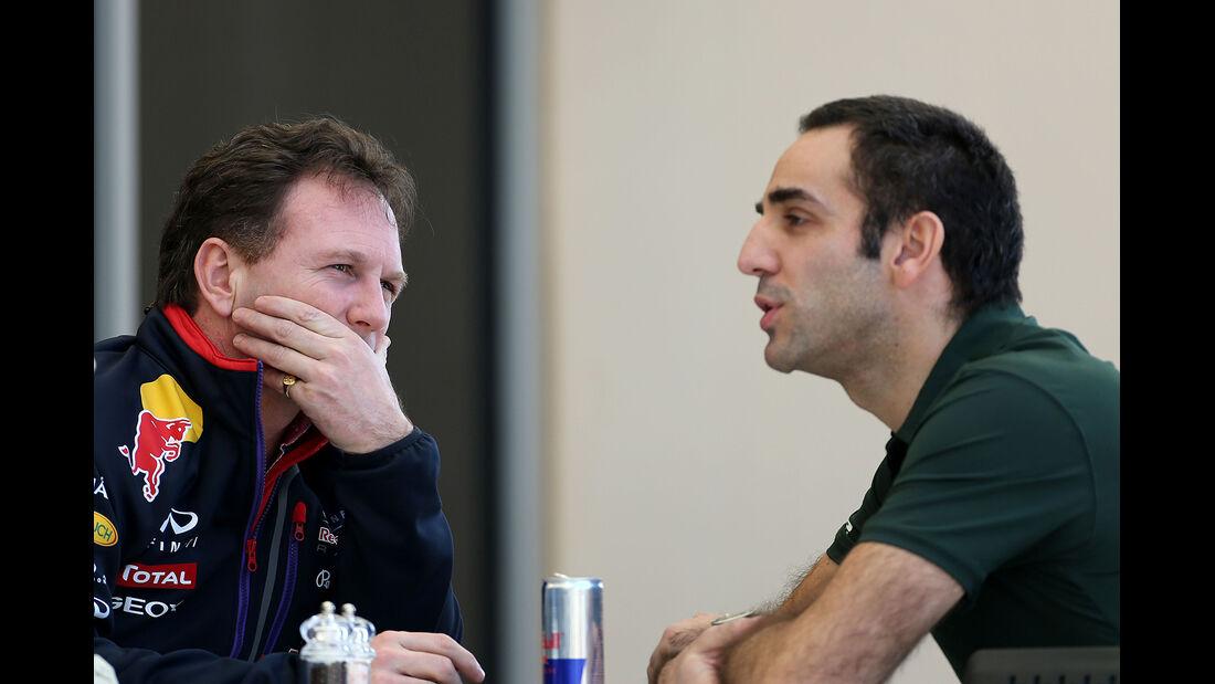 Christian Horner - Red Bull - Cyril Abiteboul - Caterham - Formel 1 - Bahrain - Test - 20. Februar 2014