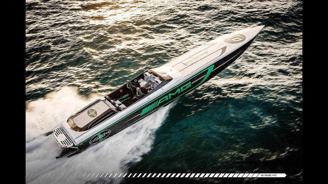 Cigarette Racing Team 50' Marauder AMG Rennboot