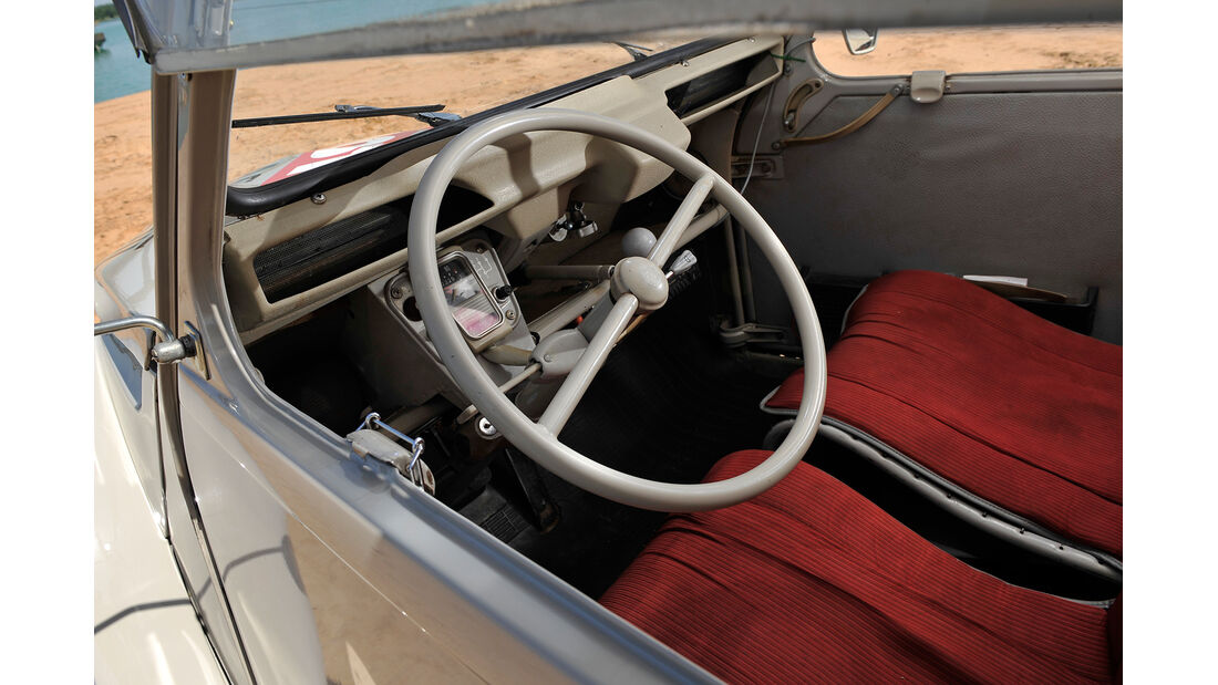 Citroën AK 350, Cockpit