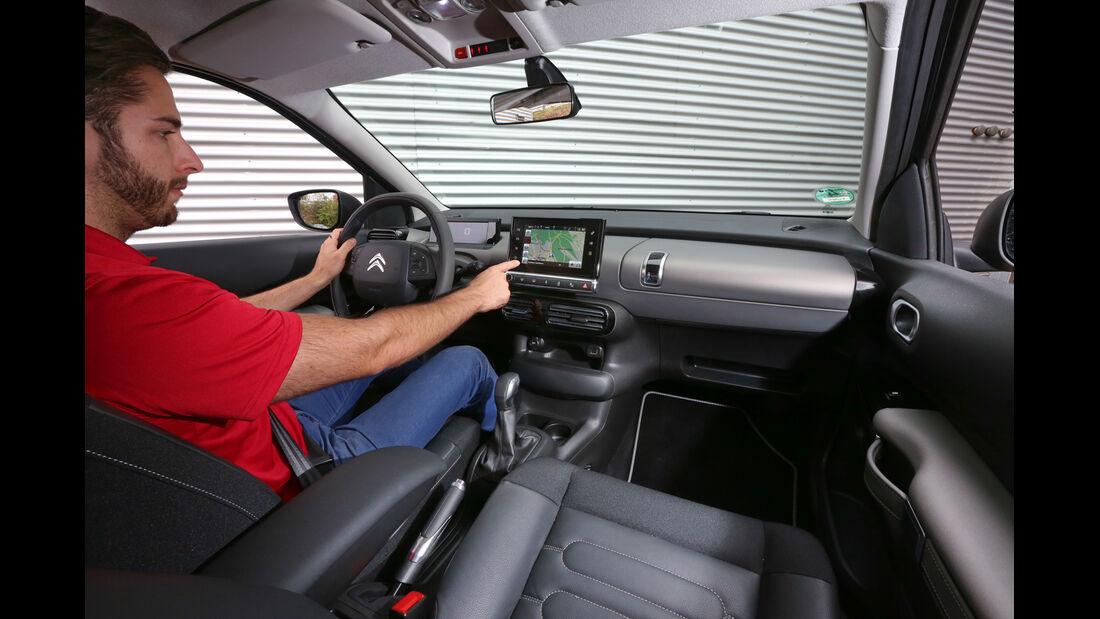 Citroën C4 Cactus e-VTI 82, Cockpit, Fahrersicht