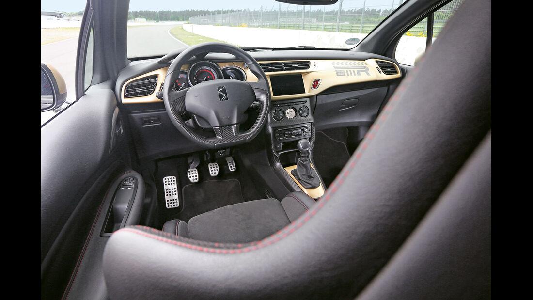 Citroën DS3 Racing,  Cockpit