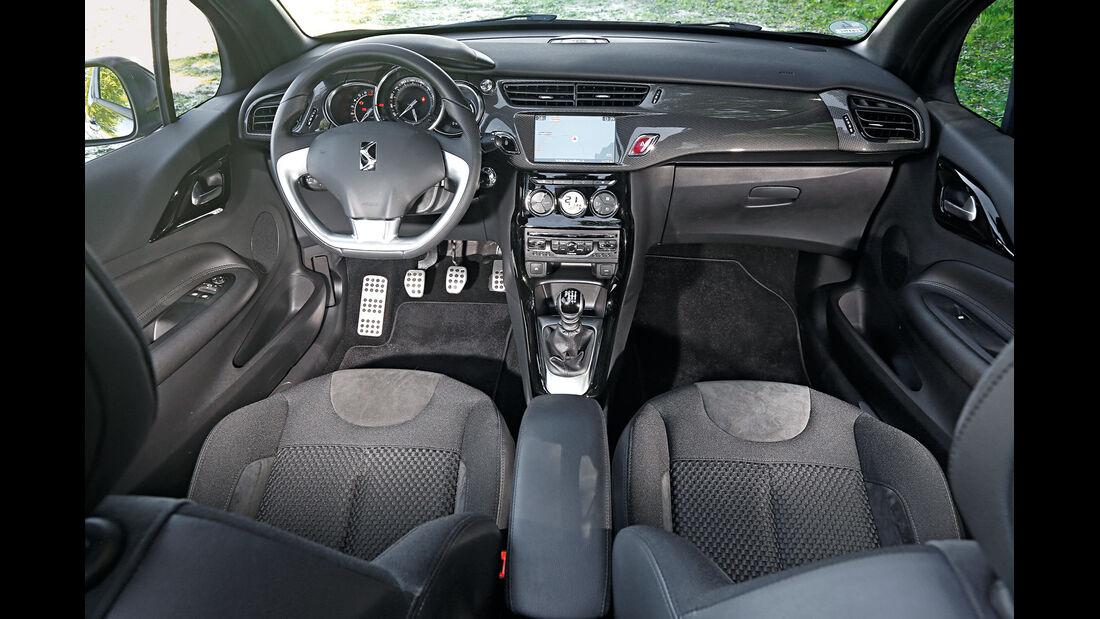 Citroën DS3 THP 155 Cabrio, Cockpit