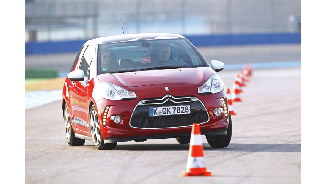 Citroën DS3 THP 155 Sport Chic, Front, Slalom