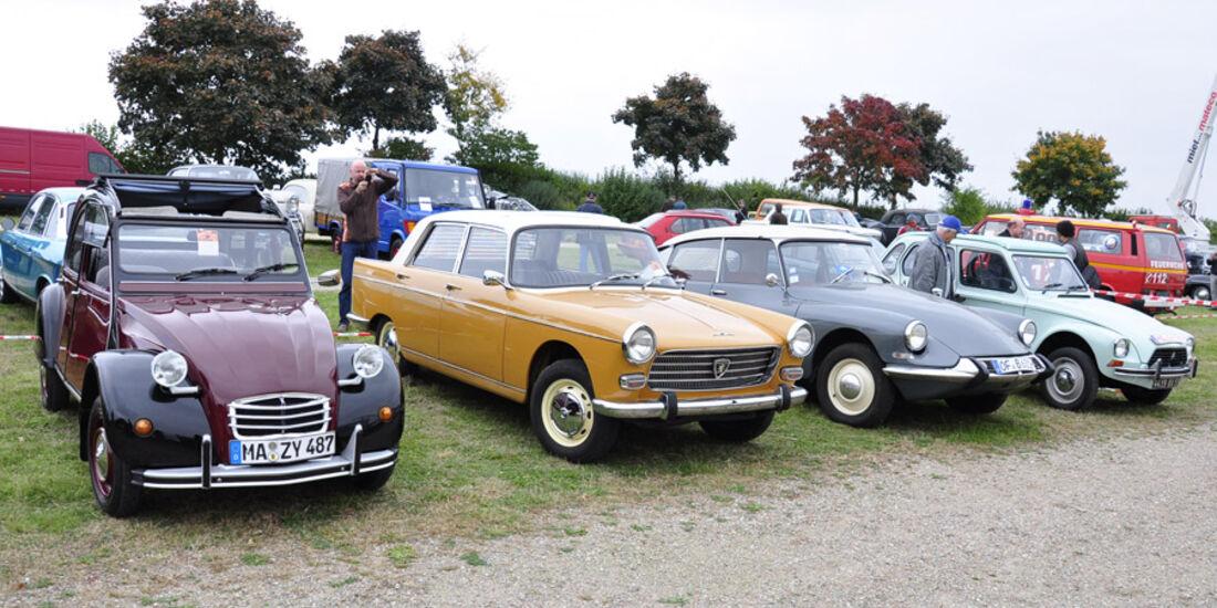 Citroen 2CV, Peugeot 404, Citroen DS und Dyane