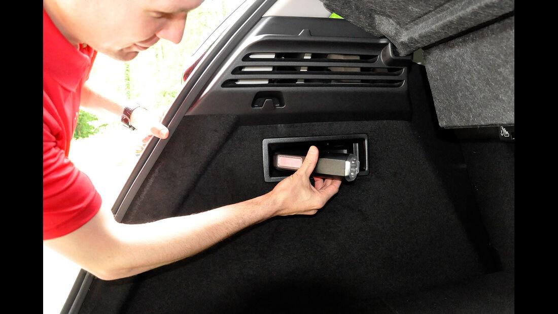 Citroen C4 Picasso, Kofferraum, Taschenlampe