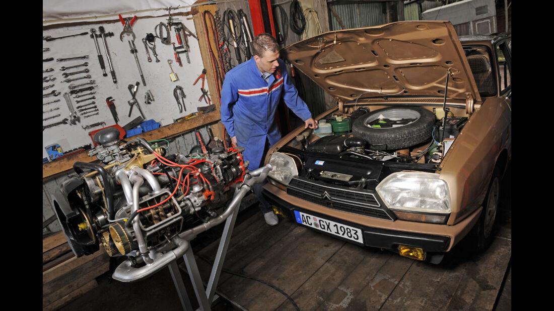 Citroen GSA Break Cottage, Baujahr 1983 - aufgeklappte Motorhaube, Schnittmodell des Boxermotors