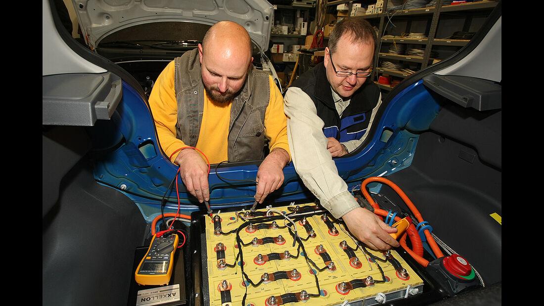 Citysax Elektroauto, E-Auto, Werkstatt-Kontrolle