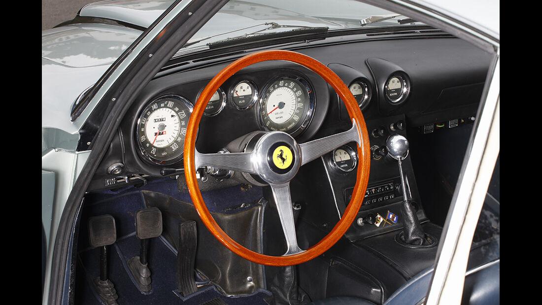 Cockpit des Ferrari 400 Superamerica Aerodinamico Coupé