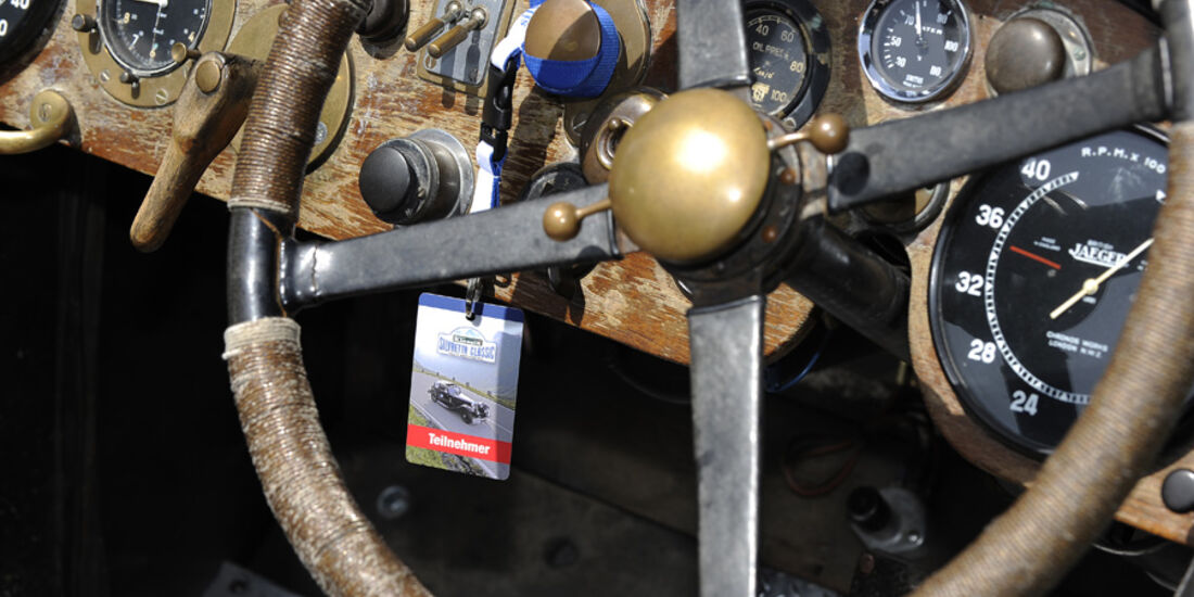 Cockpit eines Vorkriegsklassikers bei der Silvretta Classic 2010