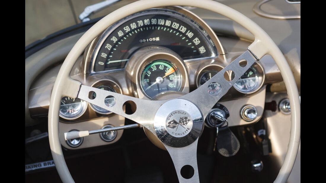 Corvette C1, Lenkrad, Rundinstrumente