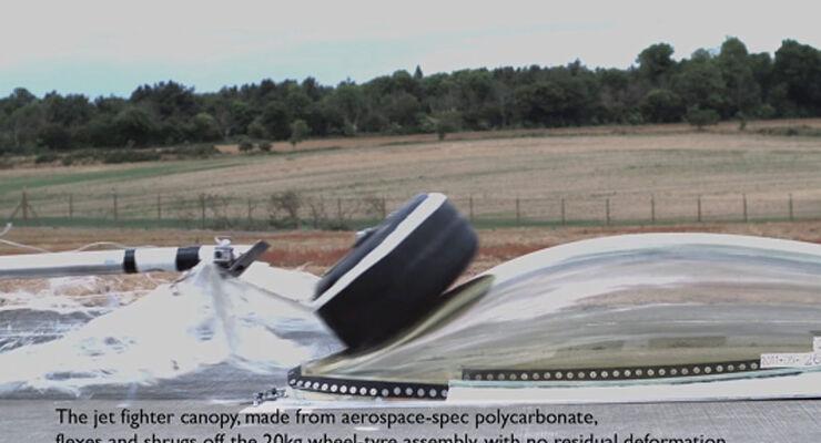 Crashtest Jet-Haube