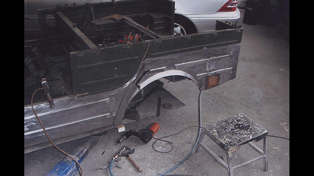 DKW Munga - Einschweißen des hinteren Kotflügels und Seitenteils