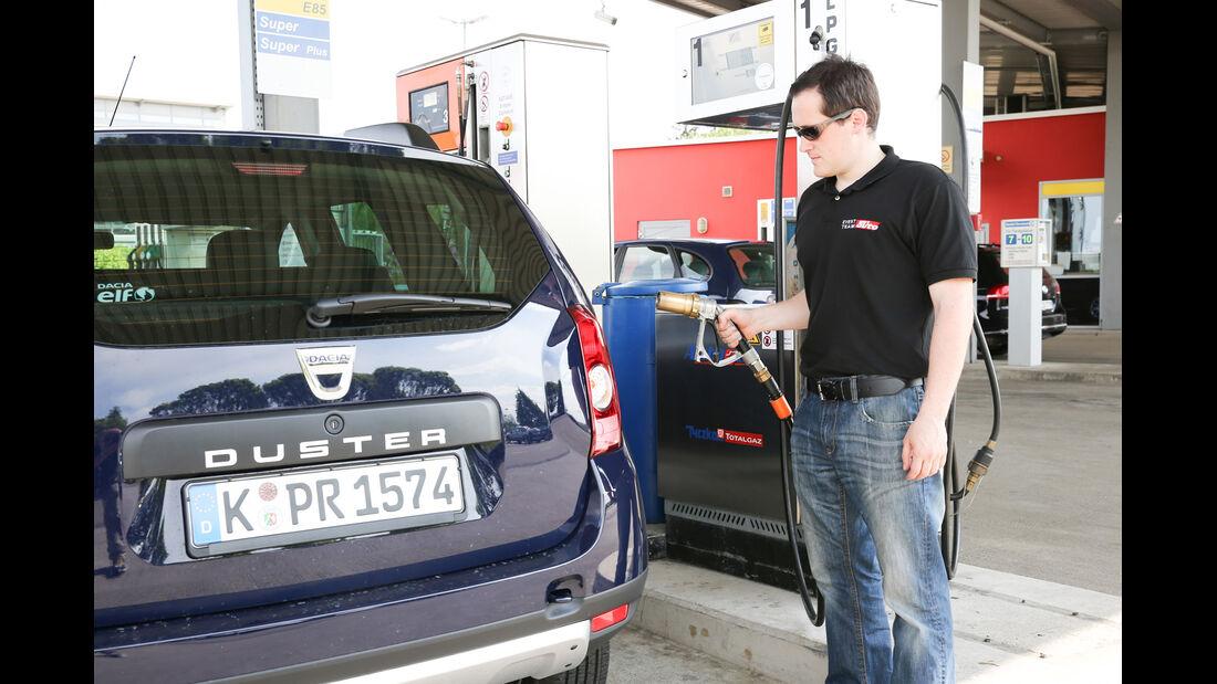 Dacia Duster 1.6 16V LPG 105 4x2 Prestige, Tankstelle