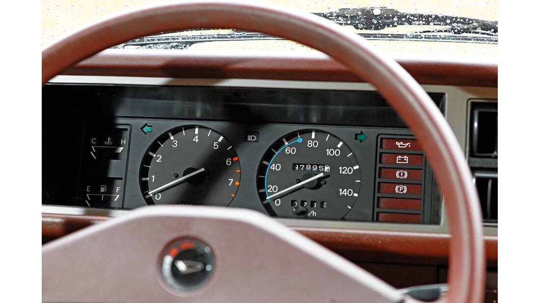 Daihatsu Charade G10, Lenkrad, Rundinstrumente