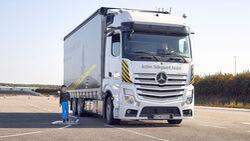 Daimler Abbiegeassistent Notbremsassistent Lkw