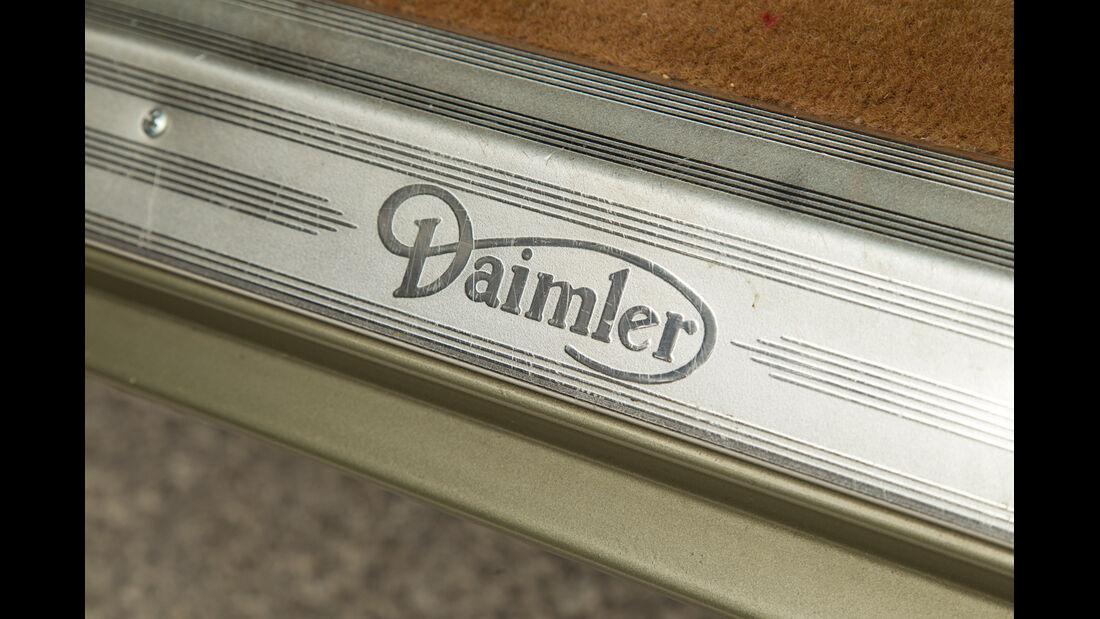 Daimler Double Six, Fußleiste