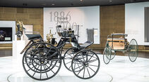Daimler Motorkutsche - Benz Patent-Motorwagen - Mercedes-Museum