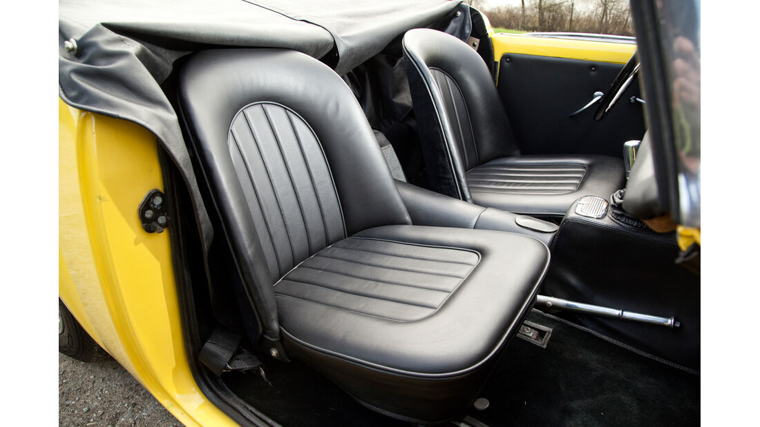 Daimler SP 250, Frontsitze