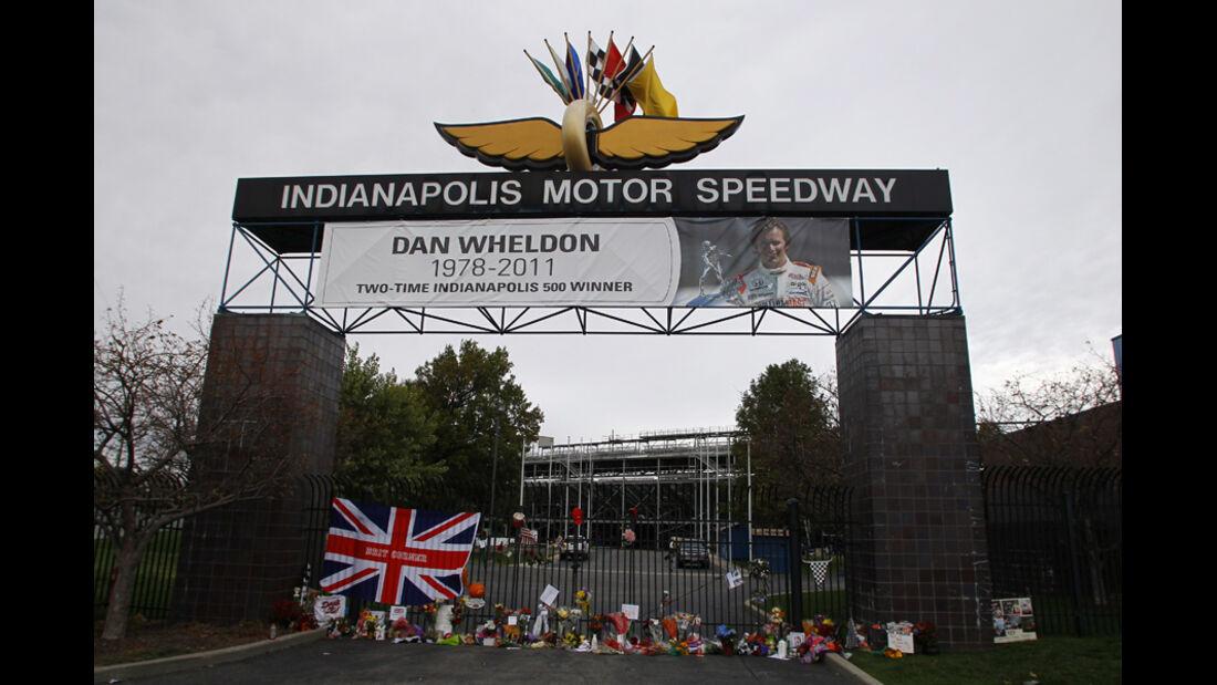 Dan Wheldon Trauer Indianapolis 2011