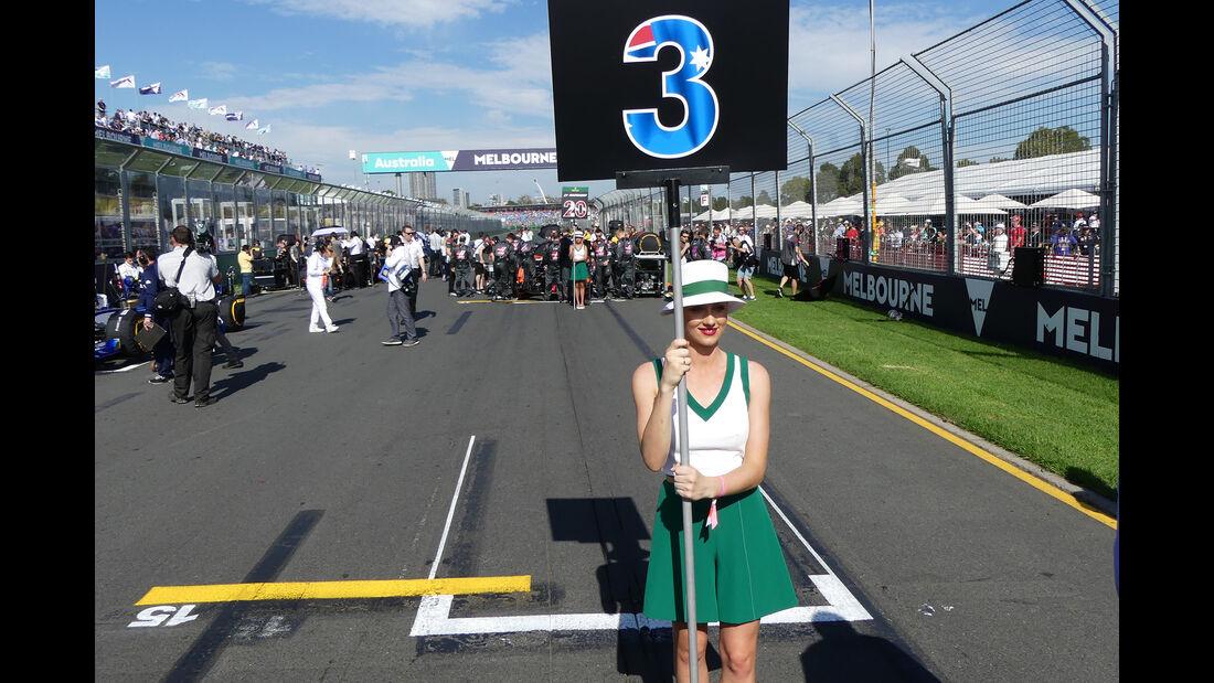 Daniel Ricciardo Grid Girl - GP Australien 2017