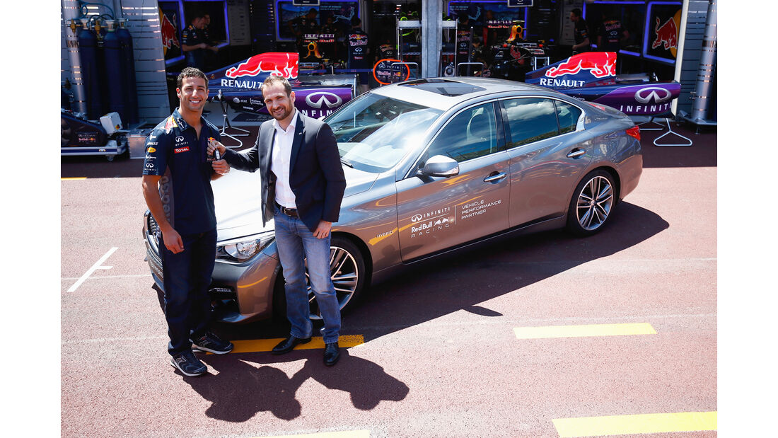 Daniel Ricciardo - Infiniti Q50 Hybrid