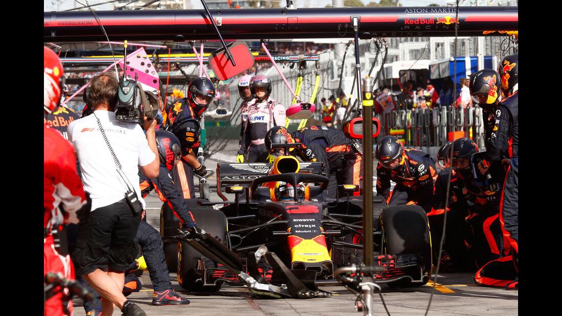 Daniel Ricciardo - Red Bull - Boxenstopp