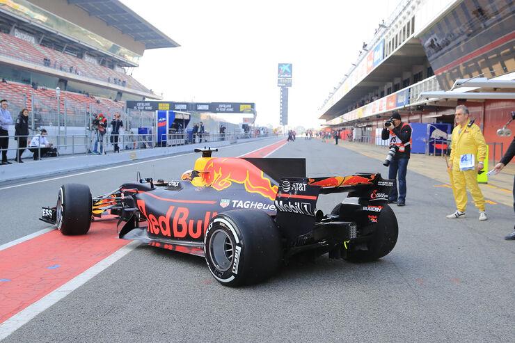 Daniel-Ricciardo-Red-Bull-F1-Test-Barcel