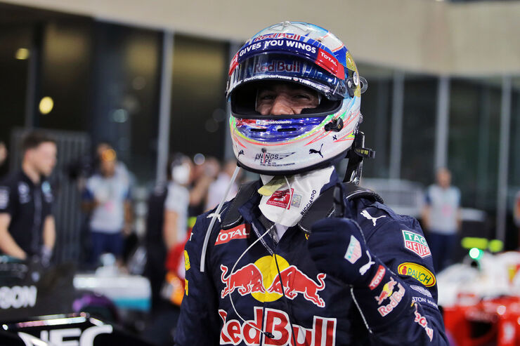 https://imgr1.auto-motor-und-sport.de/Daniel-Ricciardo-Red-Bull-Formel-1-GP-Abu-Dhabi-26-November-2016-fotoshowBig-298dd3e1-993049.jpg