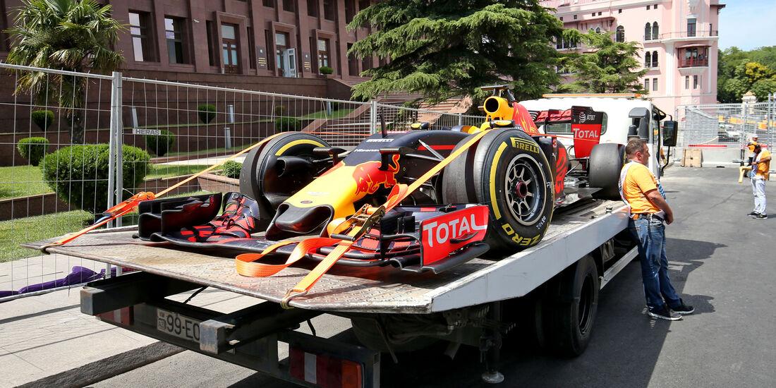 Daniel Ricciardo - Red Bull - Formel 1 - GP Aserbaidschan - Baku - 17. Juni 2016