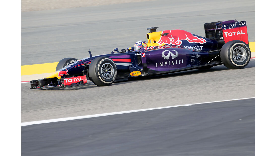 Daniel Ricciardo - Red Bull - Formel 1 - Test - GP Bahrain - 9. April 2014
