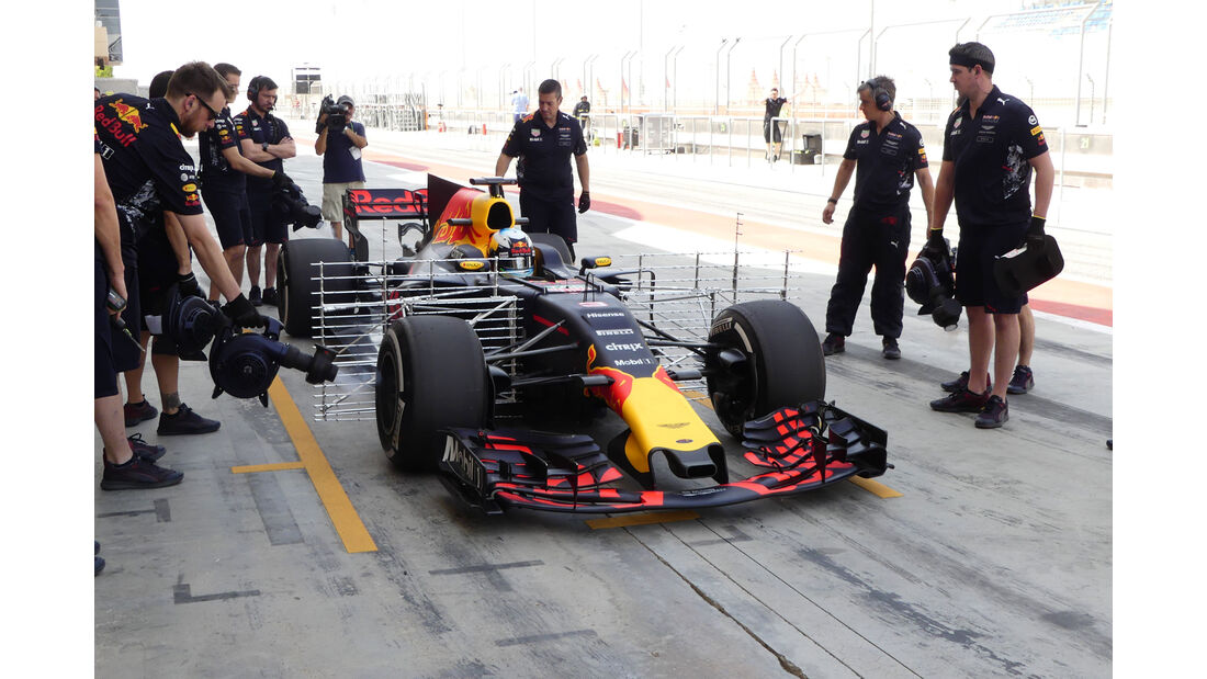 Daniel Ricciardo - Red Bull - Formel 1 - Testfahrten - Bahrain International Circuit - Dienstag - 18.4.2017