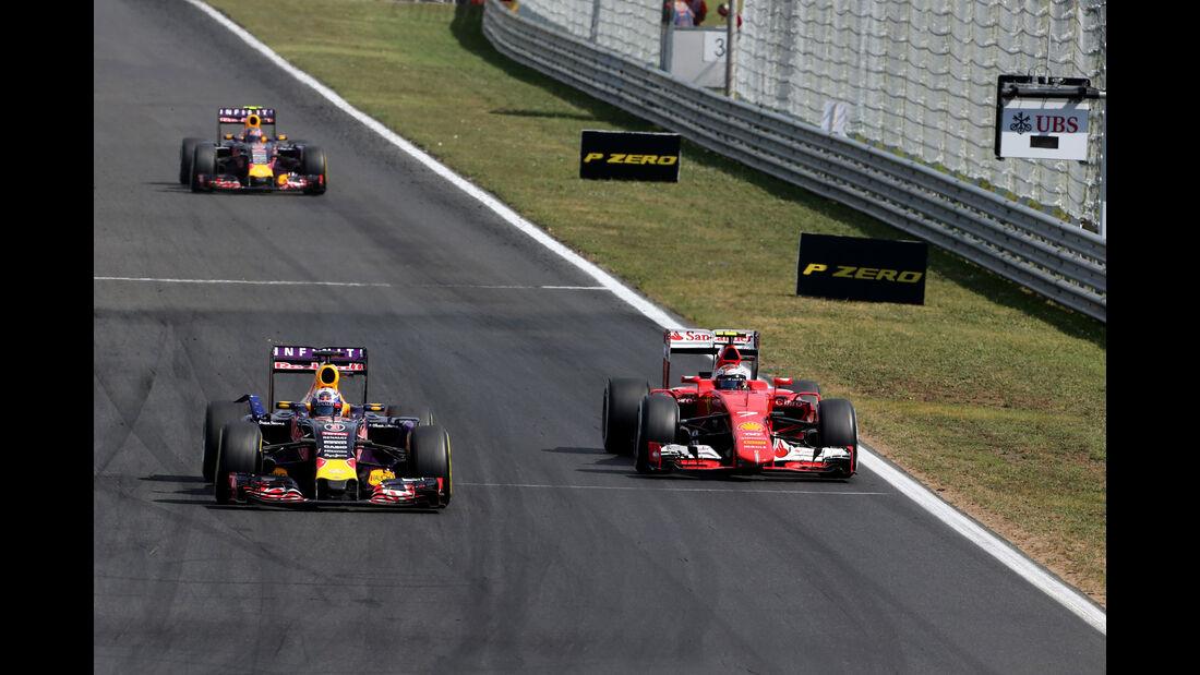 Daniel Ricciardo - Red Bull - Kimi Räikkönen - Ferrari - GP Ungarn - Budapest - Rennen - Sonntag - 26.7.2015