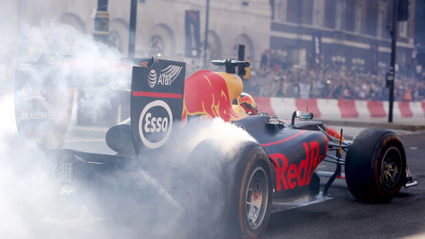 Daniel Ricciardo - Red Bull RB7 - F1 Live Show - London - 2017
