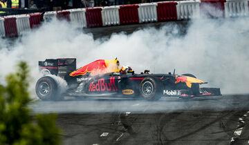 Daniel Ricciardo - Showrun Budapest 2017