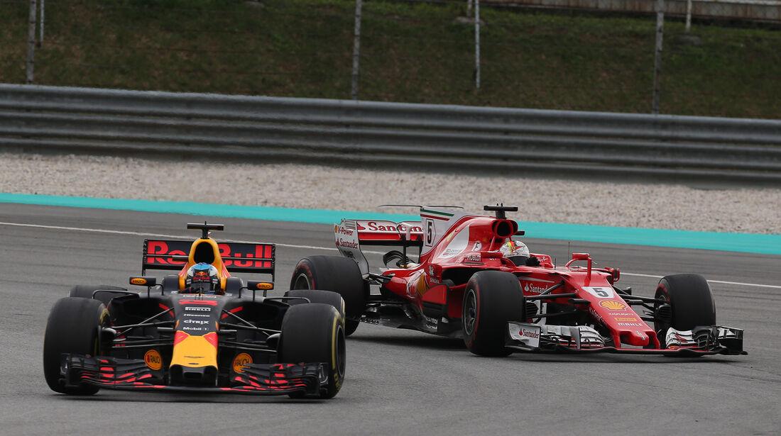 Daniel Ricciardo vs. Sebastian Vettel - GP Malaysia 2017
