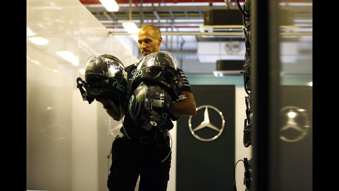 Daniel Schlösser (Physio von Nico Rosberg) - Formel 1 - GP Abu Dhabi - 27. November 2015