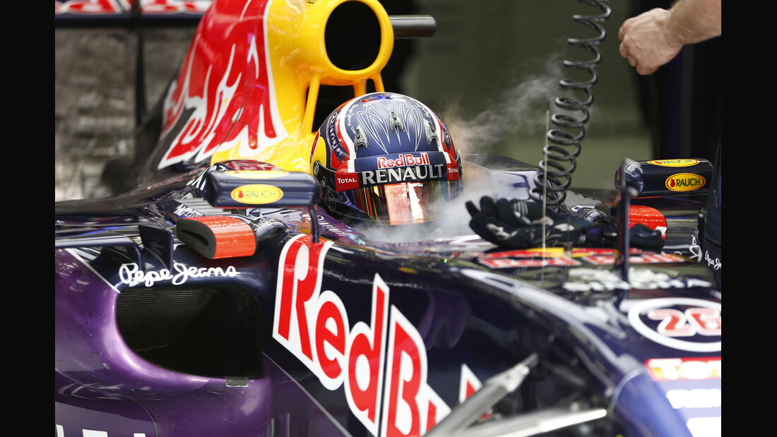 Daniil Kvyat - Red Bull - Formel 1 - GP Bahrain - 18. April 2015
