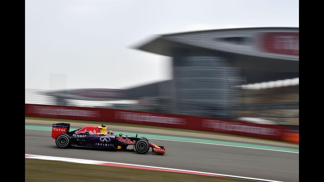 Daniil Kvyat - Red Bull - Formel 1 - GP China - Shanghai - 10. April 2015