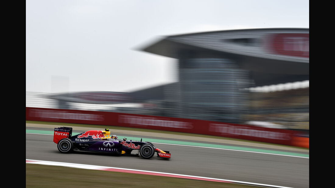 Daniil Kvyat - Red Bull - Formel 1 - GP China - Shanghai - 10. April 2015