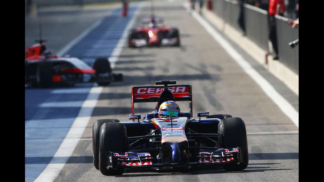 Daniil Kvyat - Toro Rosso - Bahrain - Formel 1 Test - 2014