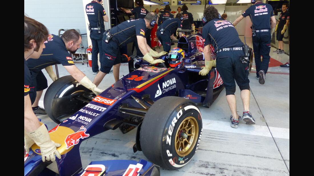 Daniil Kvyat - Toro Rosso - Formel 1 - Test - Bahrain - 21. Februar 2014
