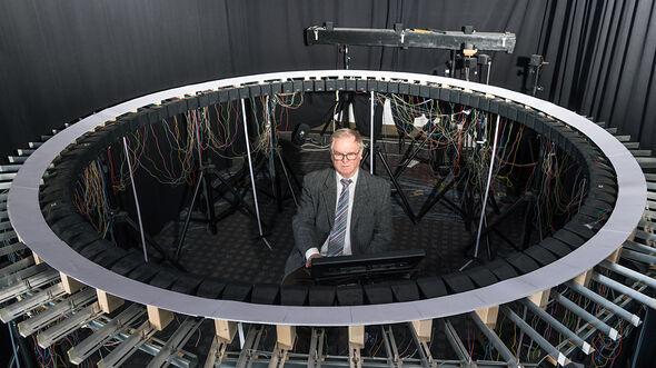 Das Bild zeigt Prof. Dr.-Ing. Hugo Fastl; Lehrstuhl für Mensch-Maschine-Kommunikation, Technische Universität München in seinem Sound-Labor. (Bild Uli Benz  TUM)