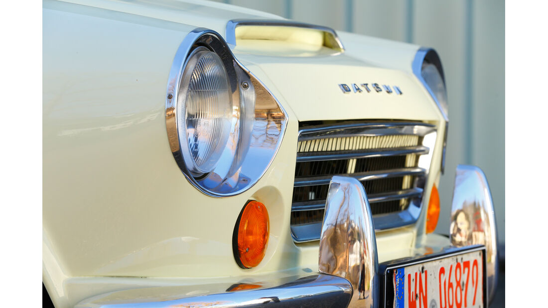 Datsun 1600 Sports, Frontscheinwerfer
