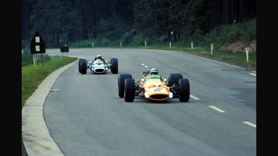 Denny Hulme - McLaren Cosworth M7A - Jackie Stewart - Matra Cosworth MS10 - GP Belgien 1968 - Spa